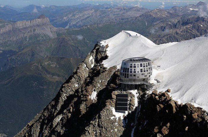 Refuge du gouter: self sufficient mountain hut by Groupe H