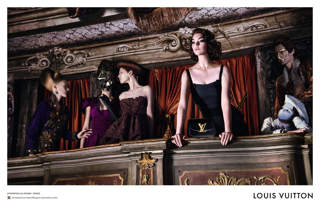 Luxury_Louis-Vuitton-Campaign-theather