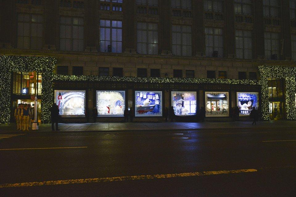 Luxury_window-displays_saks-fifth-avenue_2013_christmas_the-yeti-story_all
