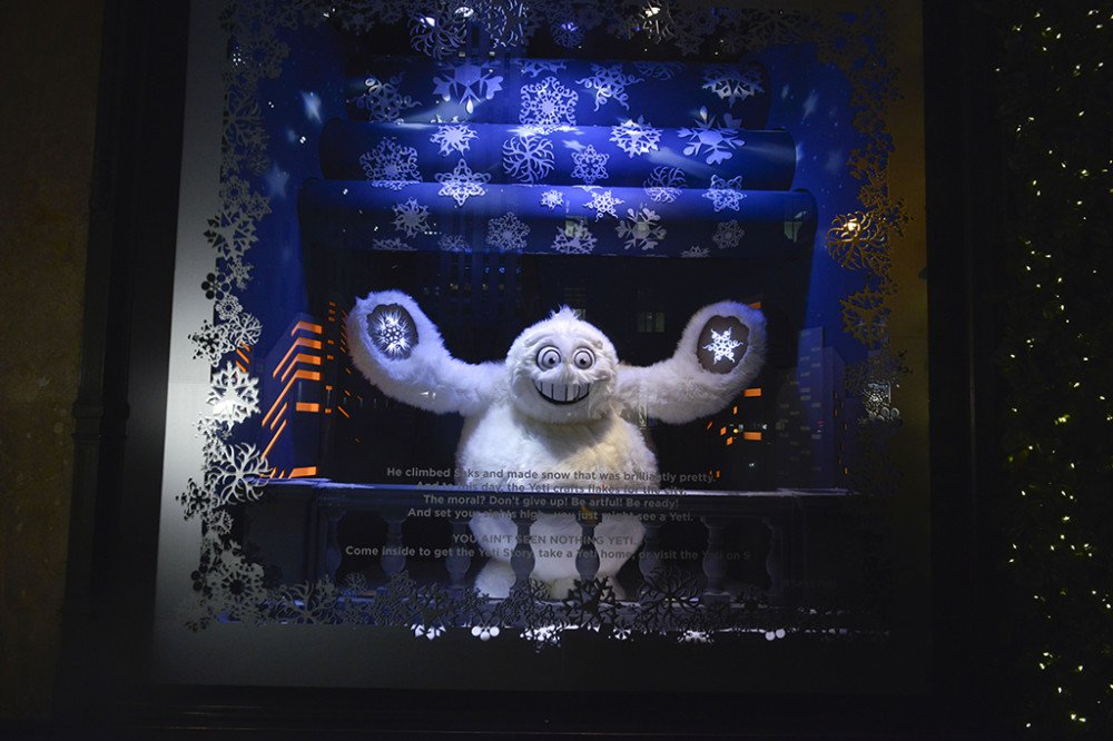 Luxury_window-displays_saks-fifth-avenue_2013_christmas_the-yeti