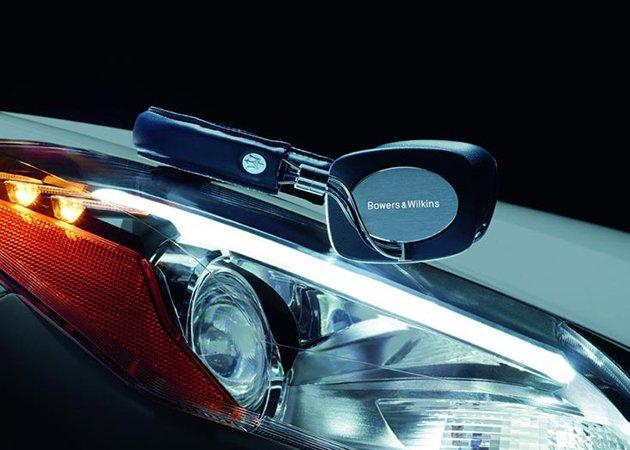 Luxury_Maserati-Mobile-Hi-Fi-Headphones-by-Bowers-Wilkins-car