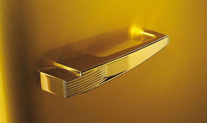 Luxuryretail_Smeg-Gold-Retro-Fridge-Boasts-Swarovski-Adornments-p