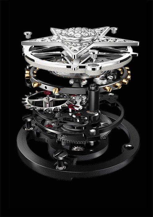 Luxuryretail_J12-Chanel-ensemblaje