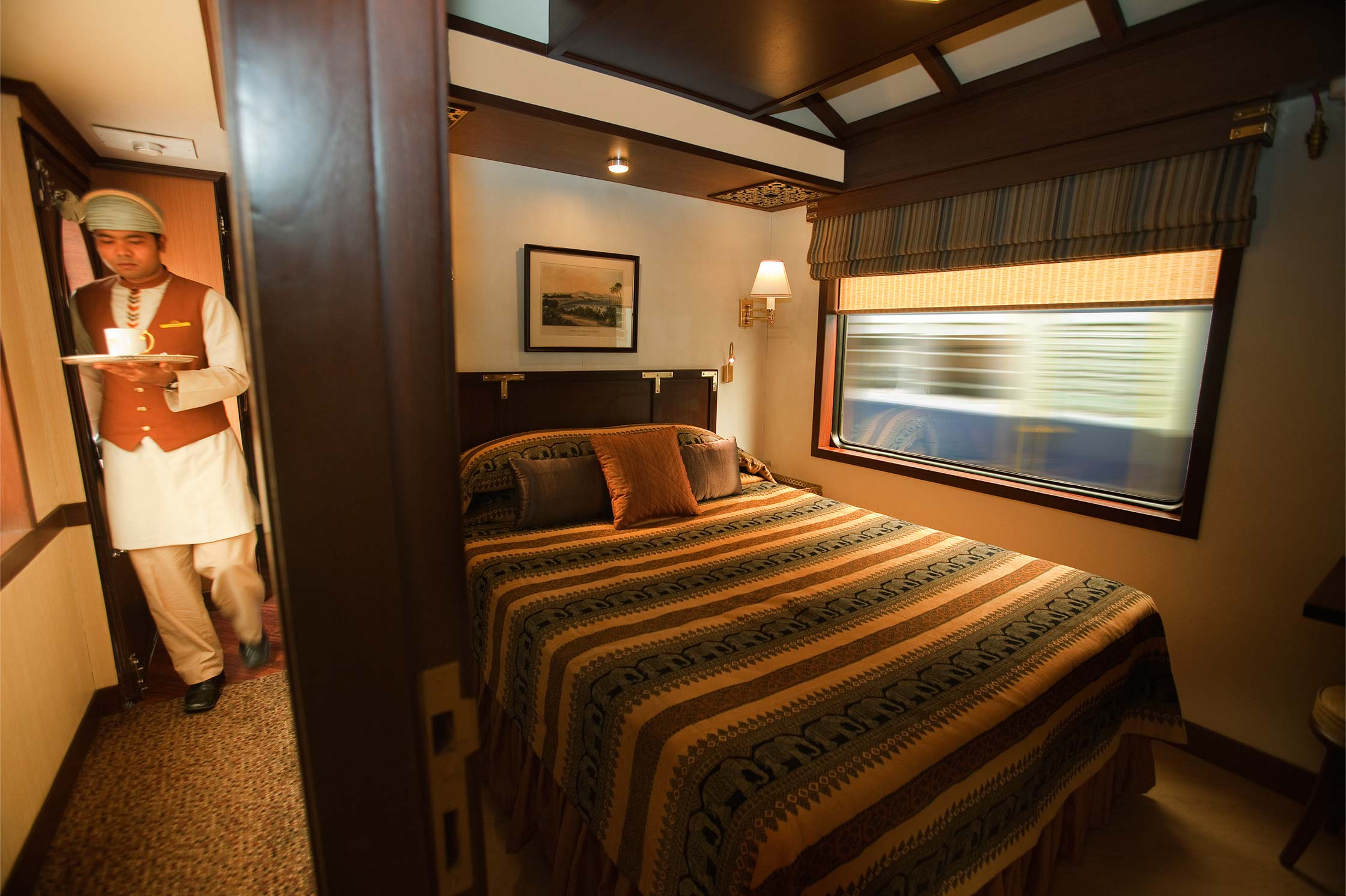 Services in the Palace on wheels luxury train india