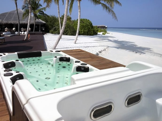Luxe Double Decker Spa Tub For Twelve
