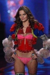 Luxuryretail_victorias_secret_fashion_week_2014-london-Barbara-Fialho