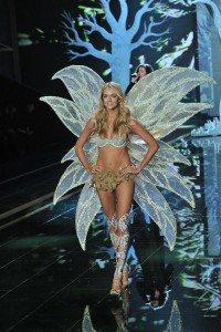 Luxuryretail_victorias_secret_fashion_week_2014-london-Lindsay-Ellingson1