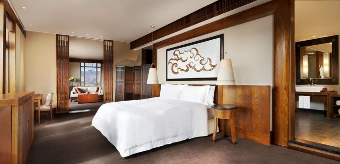 Luxuryretail_st-regis-lhasa-Everest-Suite-Bedroom
