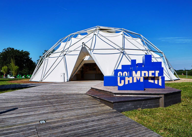 Luxuryretail_Camper-Shoes-Teepee-Pop-Up-ext