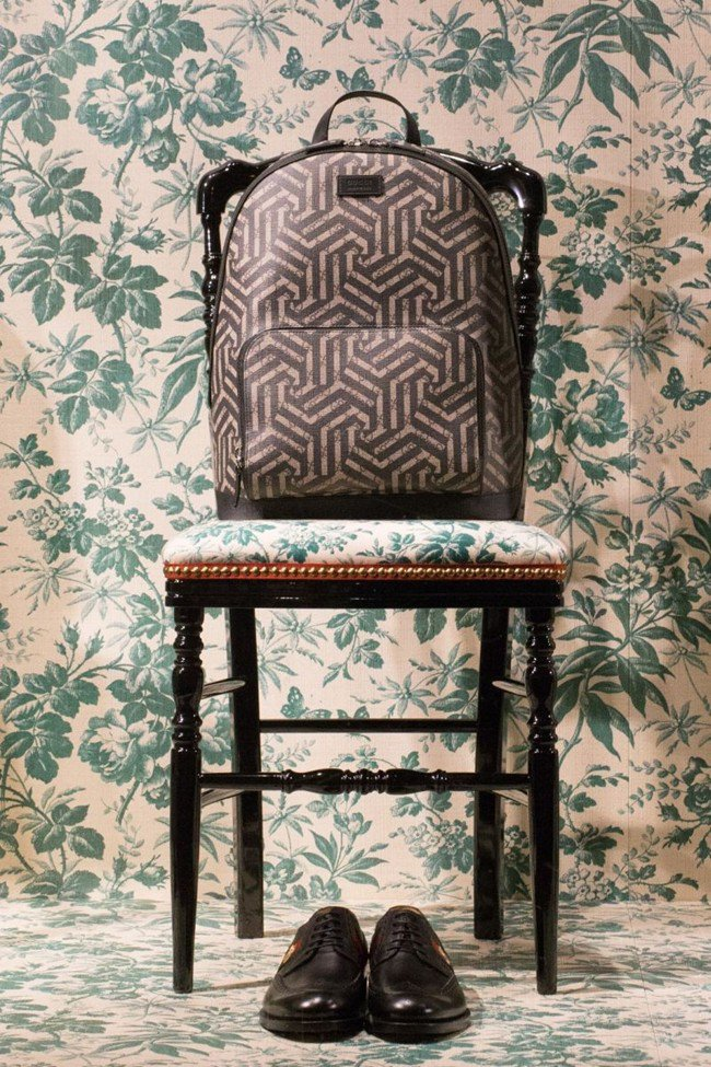 Luxuryretail_gucci-optical-window-designs-alessandro-michele-2016-cruise-collection-chair-green