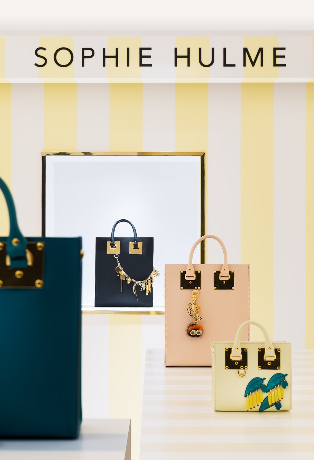 Luxuryretail_Sophie_Hulme_Harrods-pop-up-bag-collection