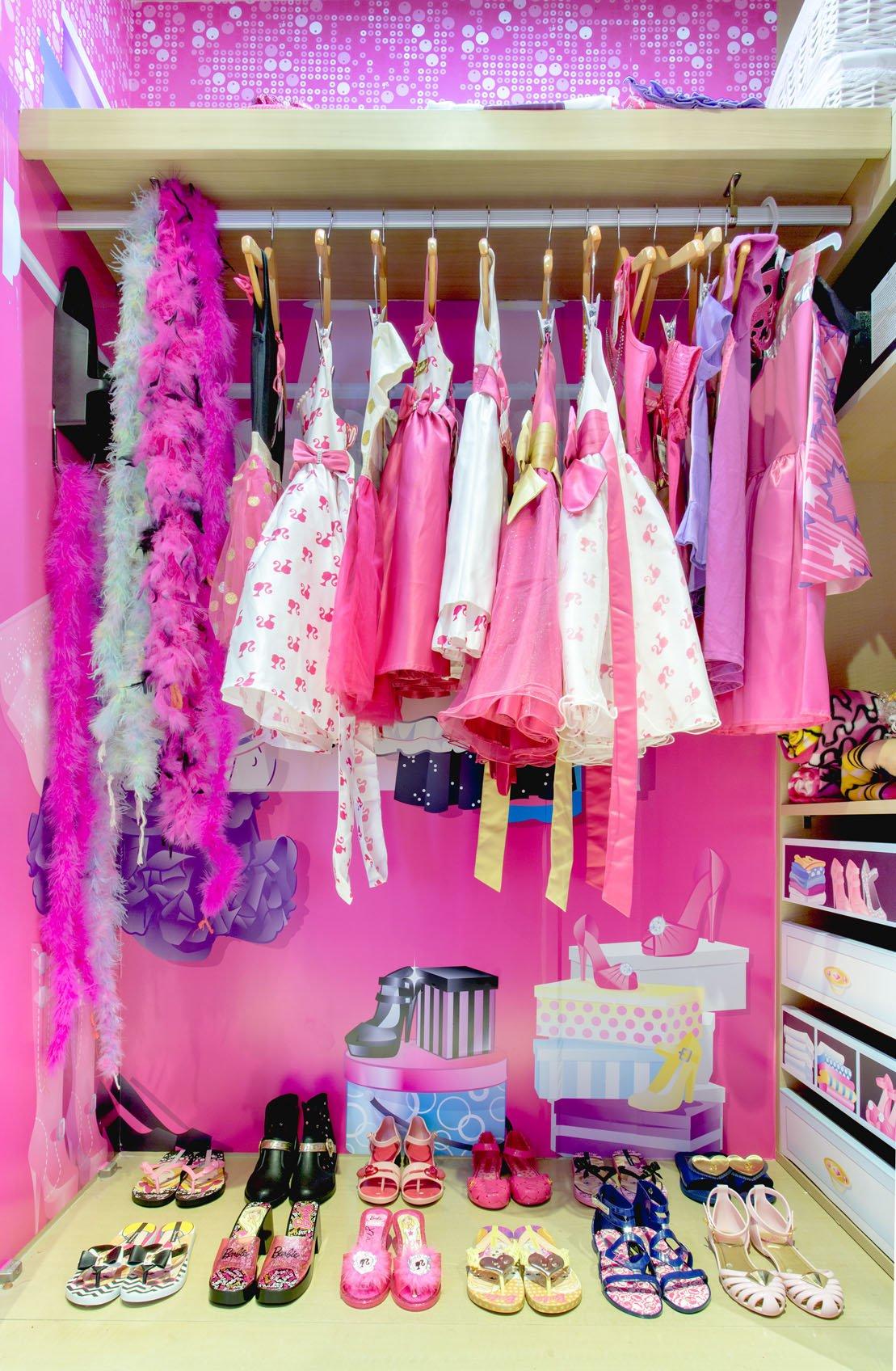 Luxuryretail_Barbie-Room-Hilton-dress