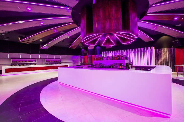 Luxuryretail_Icaro-nightclub-by-Velvet-Projects-Cadiz-Spain-LED
