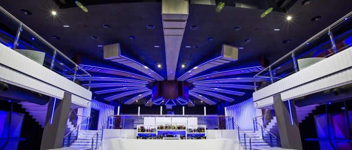 Luxuryretail_Icaro-nightclub-by-Velvet-Projects-Cadiz-Spain-blue-pamoramic