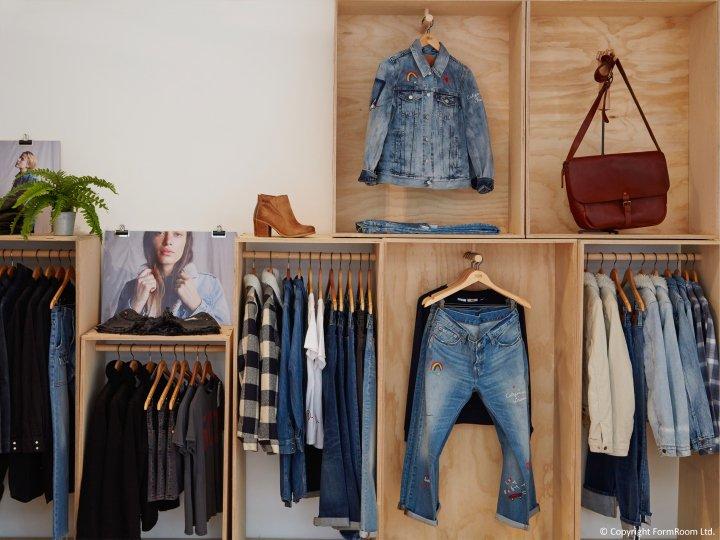 Luxuryretail_Levis-showroom-furniture-London-UK