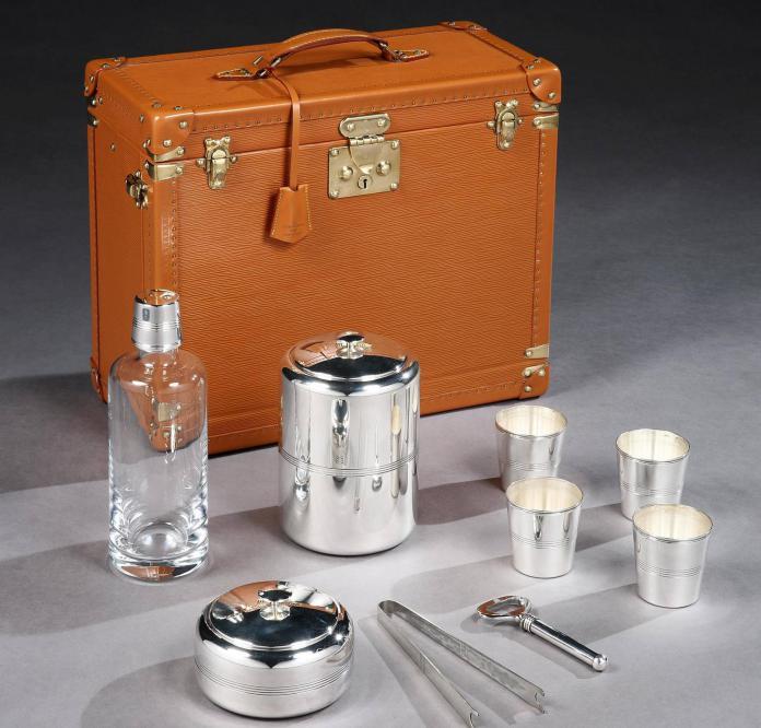 Luxuryretail_Portable-Whiskey-Bar-By-Louis-Vuitton-close