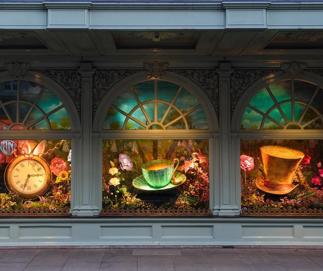 Luxuryretail_alice-looking-glass-displays-windowns