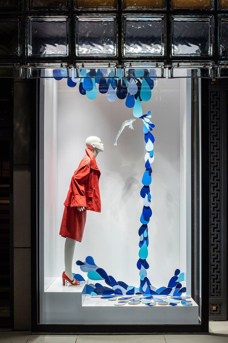 Luxuryretail_isabelle-daeron-window-display-maison-hermes-ginza-tokyo-making-waves-fish