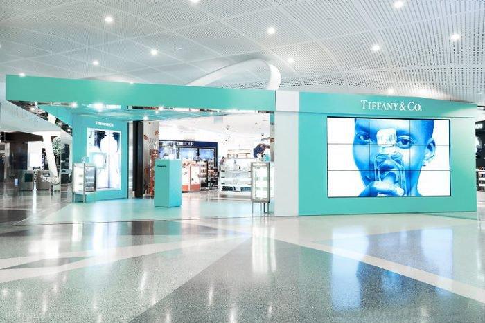 Tiffany & Co.'s signature blue box