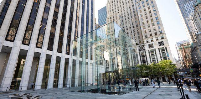 "Apple's Fifth Avenue ""Cube"""